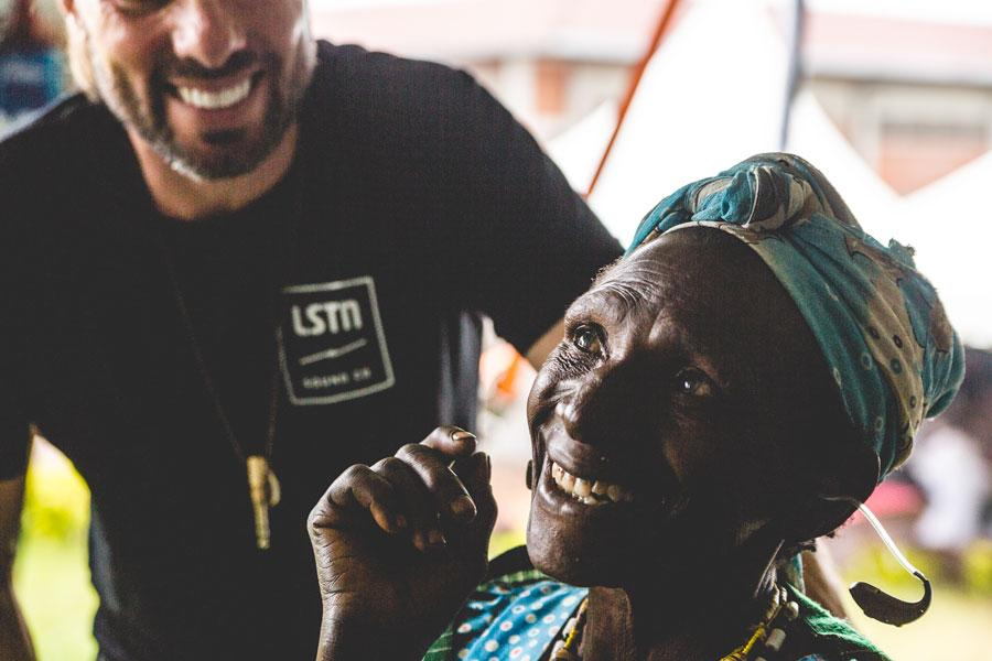 az-lstn-ruandaban-is-segitett-a-hallasserulteknek