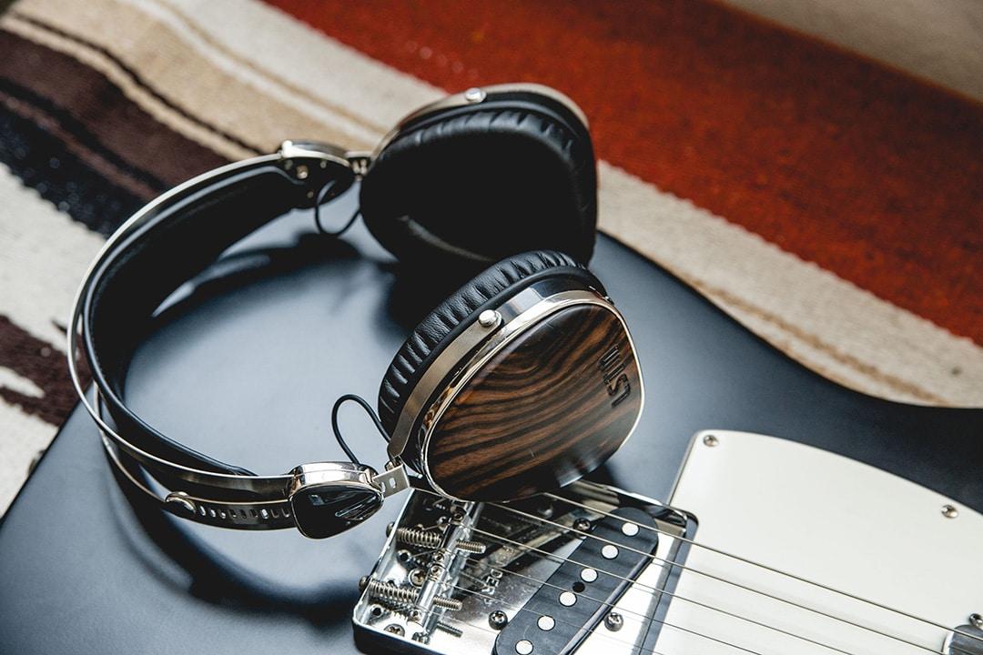 Dinamika és kiegyensúlyozott hangzás jellemzi az LSTN Troubadur fejhallgatót