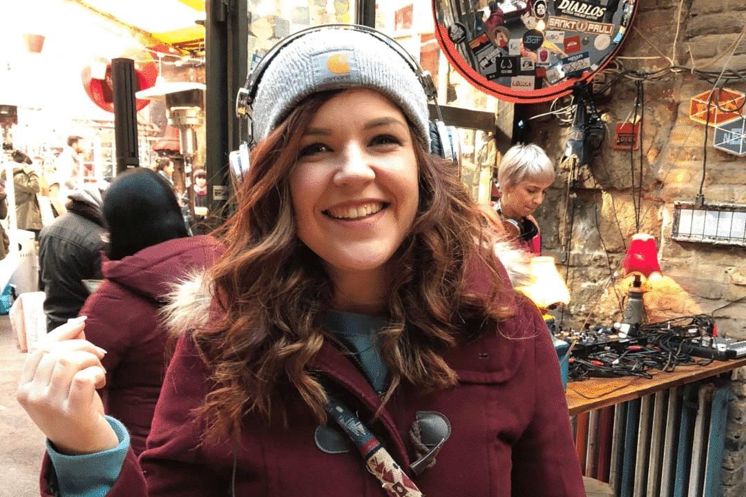 egy francia lanynak nagyon tetszett az lstn troubadour fejhallgato